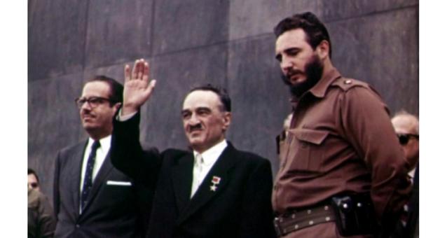 Fidel Castro alături de Anastas Ivanovich Mikoyan