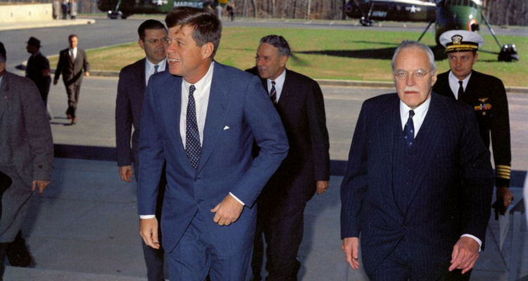 Kennedy și Allen Welsh Dulles (șeful CIA)