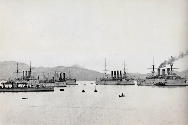 Navele de luptă rusești la Port Arthur înainte de atacul japonezilor