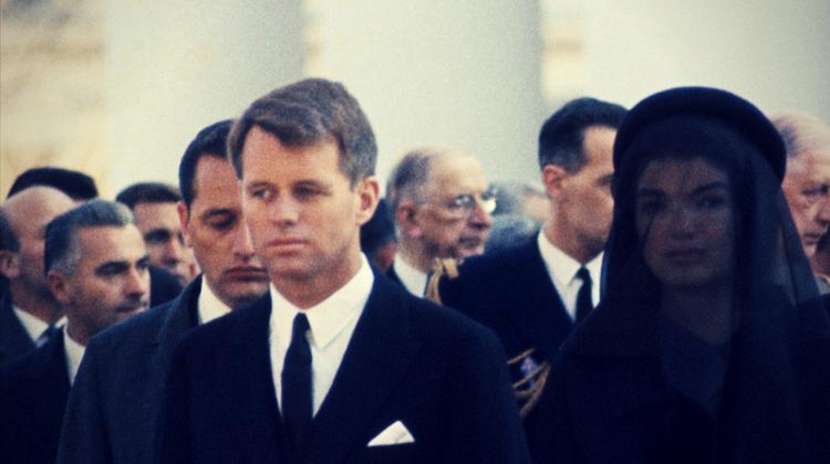 Bobby Kennedy și Jackie la înmormântarea lui JFK