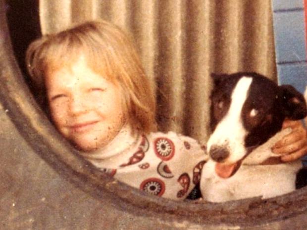 Julian Assange și cățelul său Possum