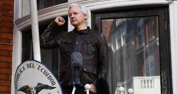 Julian Assange in Ambasada