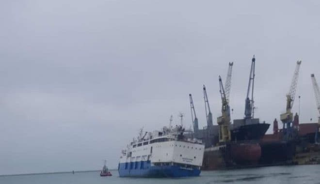 """""""Queen Hind"""" leaving the port before sinking"""